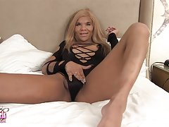 Ms Dimond Dyack Jacks Her Large Dick!